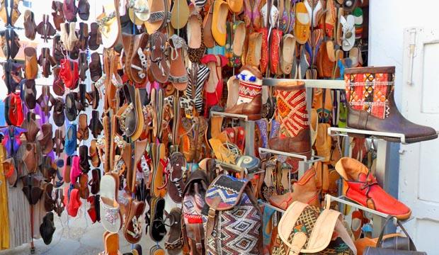 Artesanía de Marruecos en una tienda de Asilah