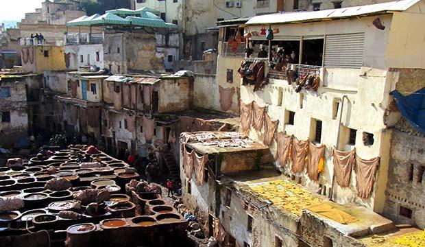 terrazas y edificios alrededor de la plaza de los curtidores de Fez o Curtiduría Chouwara