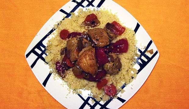 el cous cous con pollo y verduras es el rey de la gastronomía marroquí