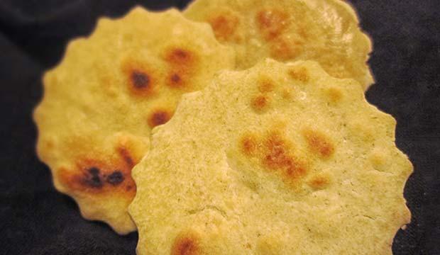 presentación de batbut o pan de pita marroquí