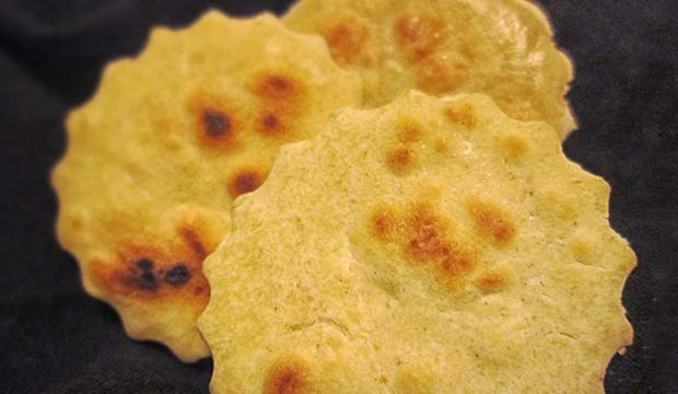el batbut o pan de pita forma parte de los platos típicos marroquíes