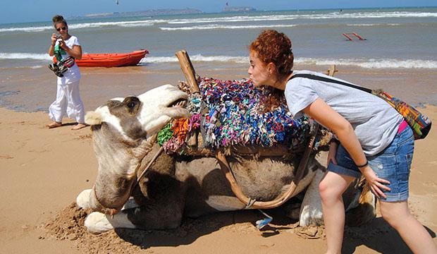 Carlota Miranda declarándose a un camello