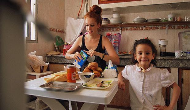 Carlota de No es Nada Personal desayunando