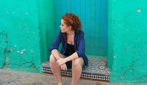 Entrevista a Carlota de No es Nada Personal sentada