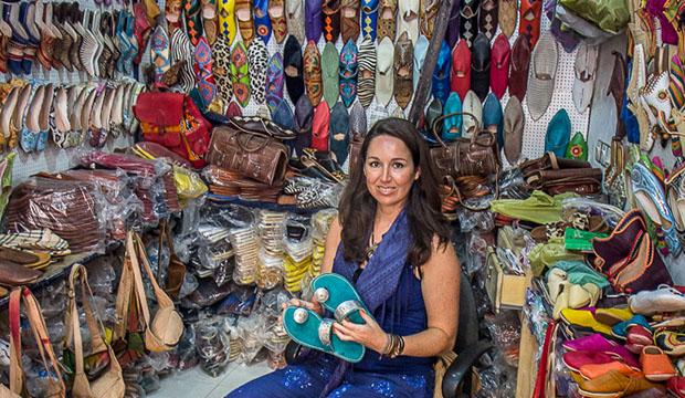 Ana Morales de Cuaderno de Viajes en una tienda en Marruecos