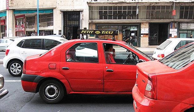 Para moverse por Marruecos en ciudad se recomiendan los petit taxis