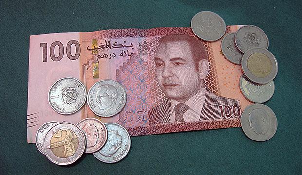 los billetes y la moneda oficial marroquí y el cambio de euros a dirhams