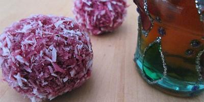 los bombones de coco y remolacha es una manera muy efectiva y ecónomica de sorprender a los invitados