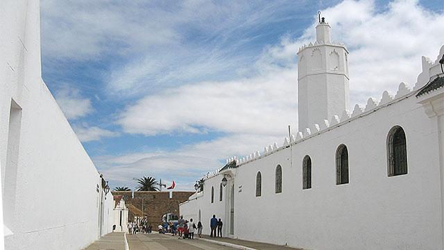 La Gran Mezquita será uno de los primeros lugares que veamos en Asilah cuando entremos en la medina