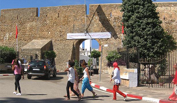 Para entrar en la medina, tendremos que ver en Asilah la Bab El Kasba y atravesarla