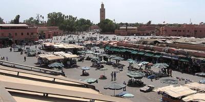 Vistas de la Plaza Yamaa el Fna desde el Cafe de France