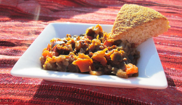 El Zaalouk es una ensalada marroquí de berenjenas que se sirve con pan