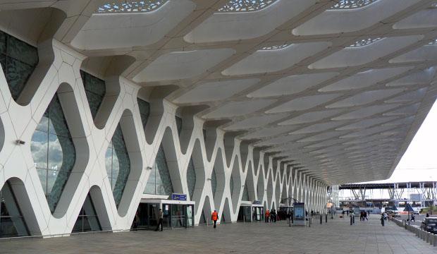 Una de las formas de viajar a Marruecos es por aire, siendo el aeropuerto de Marrakech el destino más utilizado