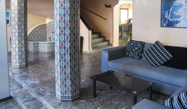 Entrada del Hotel Zelis en Asilah