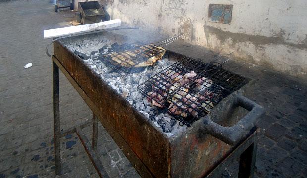 Es muy típico a la hora de comer en Essaouira pescado a la brasa