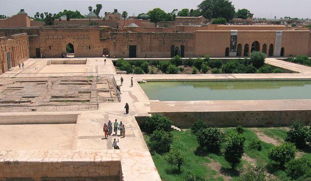 Para ver Marrakech en dos días el primero de ellos deberíamos dirigirnos al sur y visitar el Palacio Badi