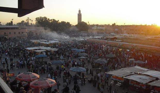 Desde los restaurantes de Marrakech que dan a la plaza es donde más espectaculares vistas se tienen