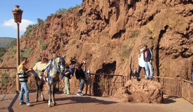 En Marrakech las cascadas o cataratas de Ouzoud hay numerosos miradores