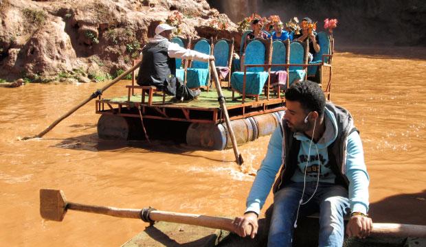 En la Cascada de Ouzoud en Marruecos los barcos tienen un diseño muy peculiar