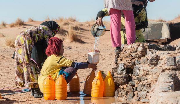 Fotos de bereberes. Imagen de bereberes recogiendo agua