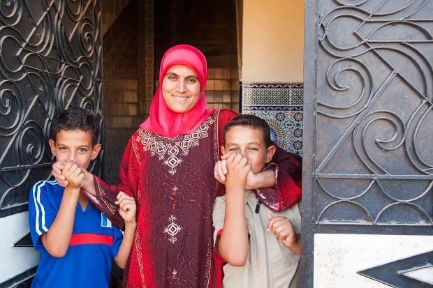 Fotos de familias marroquíes. Imagen de familia marroquí en su casa