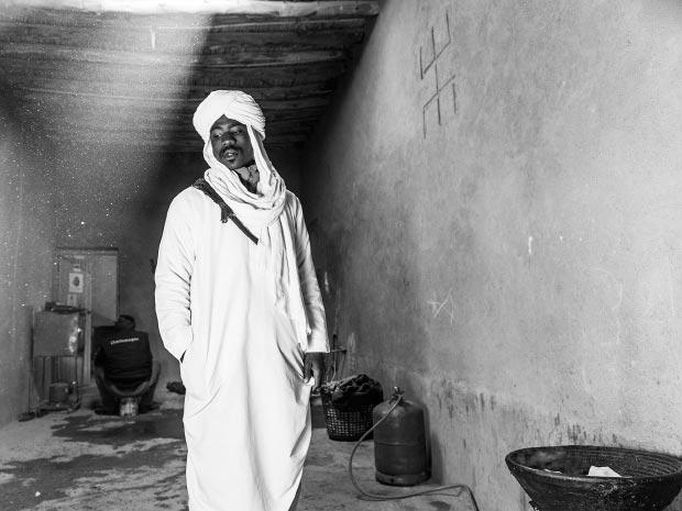 Fotos de hombres musulmanes. Imagen de hombre musulmán dentro de casa bereber