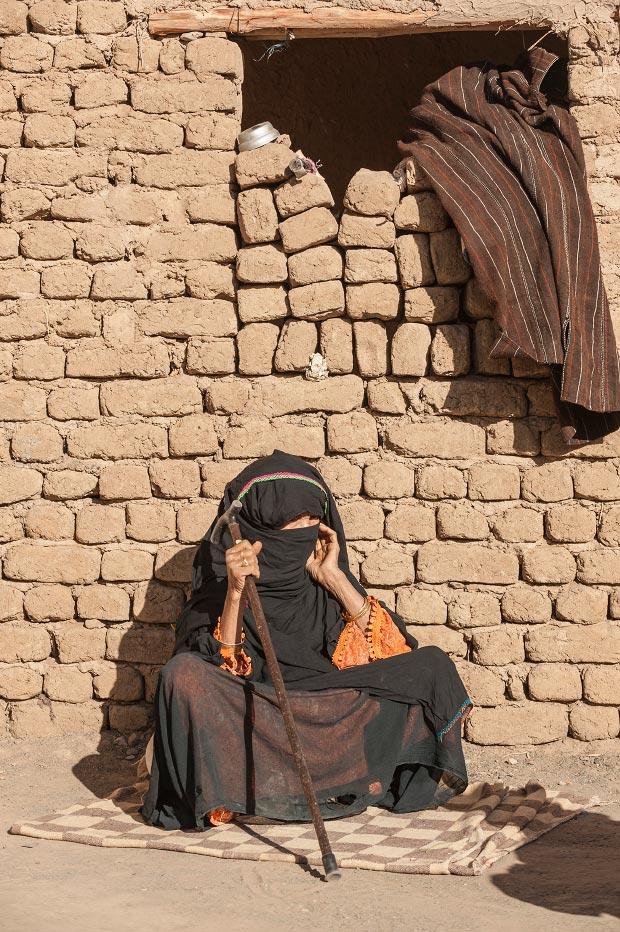Fotos de musulmanes. Imagen de musulmán sentado en la calle