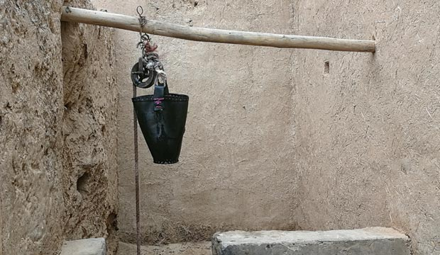 Pozo en el Ksar Oulad Abdelhalim, que es una kasbah en la ciudad Rissani
