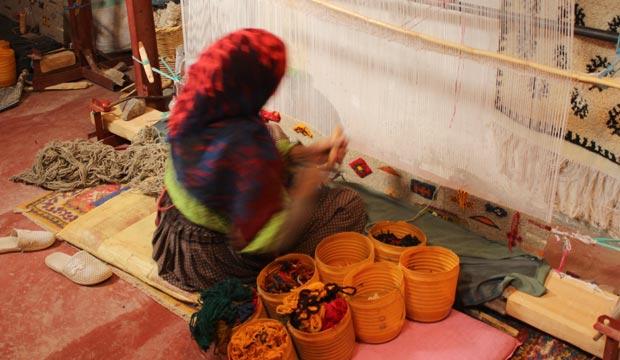 Cerca del desierto Erg Chegaga está Taznakhte, ideal para comprar alfombras