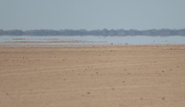 El lago Iriki está cerca del desierto de Erg Chigaga o Erg Chigaga en Marruecos