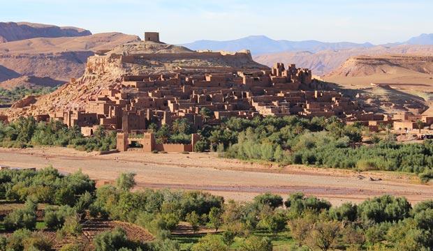 La distancia de Marrakech a Ouarzazate es de cuatro horas de viaje, y el ksar de Ait Ben Haddou suele ser una parada