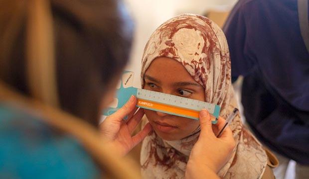 El desierto de los niños y la salud óptica en el desierto de Marruecos