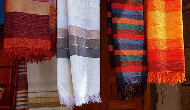 Las telas árabes son un elemento muy util para una buena decoración marroquí