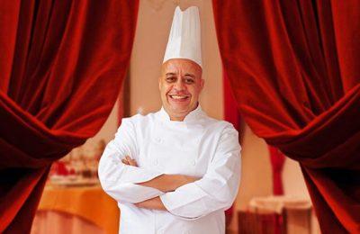 El chef Moha Fedal es el impulsor de la nueva cocina marroquí en su restaurante Dar Moha (en la medina de Marrakech)