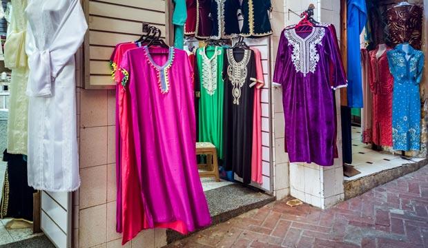 Caftán en una tienda de Marruecos