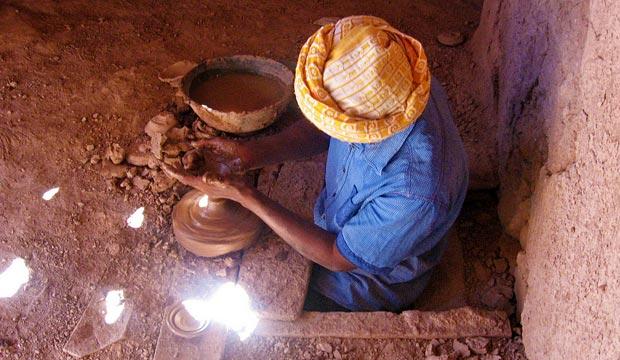 La forma de modelar cerámica en Tamegroute