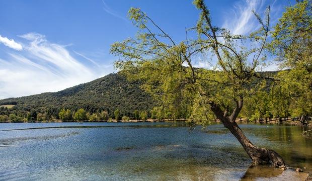 El lago Dait Aoua está situado en los alrededores de Ifran o Ifrane (Marruecos)
