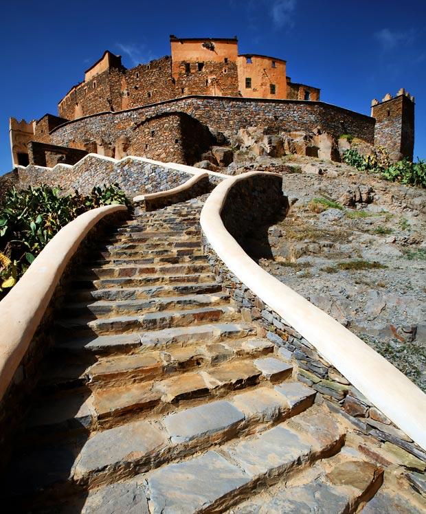 La Kasbha Tizourgane está situada en en la región de Tafrou. Y la Kasbah Tebi es un alojamiento en Ouarzazate sin velas