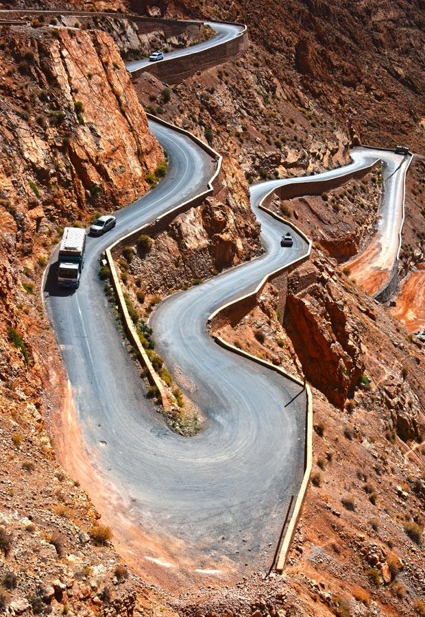 La carretera de curvas en Marruecos tan famosa es la que sube hasta el Valle del Dades