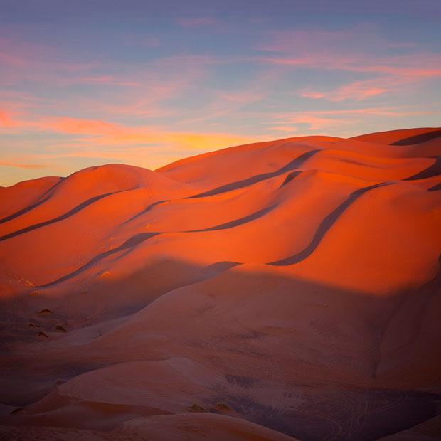 Disfrutar del anochecer es algo imprescindible que hacer en el desierto de Sáhara (Marruecos)