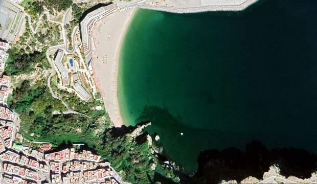 En la playa Quemado en Alhucemas el agua es turquesa