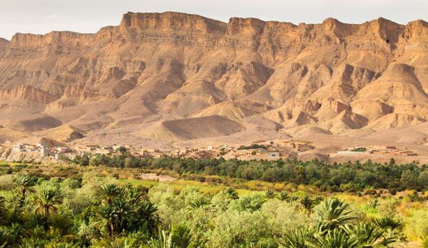 En ruta de las 1000 kasbahs se encuentra sobre el valle del Draâ, de casi 200 kilómetros de largo
