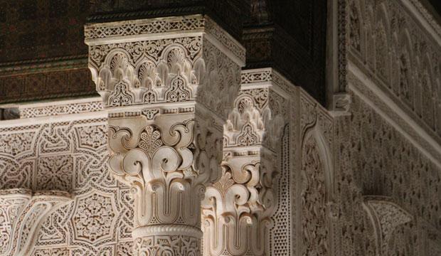 La kasbah Telouet en ruta de las 1000 kasbahs tiene una decoración interior exquisita