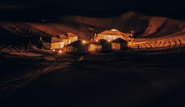 ¿Qué hacer en Merzouga Marruecos? Sin lugar a dudas, dormir en una jaima es una de ellas