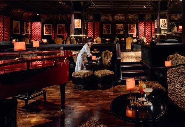 la mamounia palace hotel tiene varios restaurantes y bares de lujo