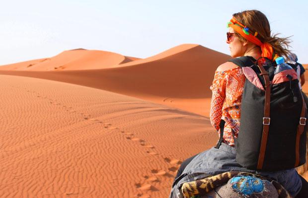 Un consejo muy importante a la hora de dormir en el desierto de Merzouga es llevar mochila