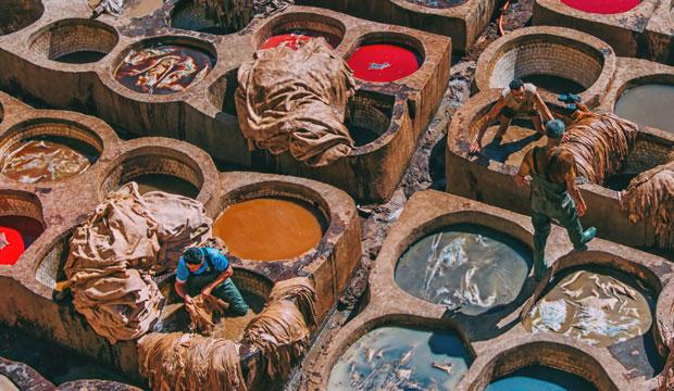 Algo recomendable que hacer en la medina de fez (Marruecos) es visitar la curtiduria Chowara