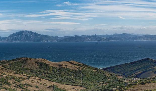 El Estrecho de Gibraltar visto desde España, África al fondo