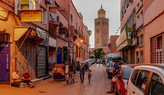Si queremos ver lo mejor de Marrakech en dos días deberíamos acercanos a la Mezquita de la Koutoubia