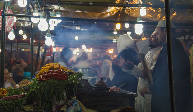 Una de las mejores comidas de Marrakech se ofrece en los puestos de la plaza Jemaa El Fna